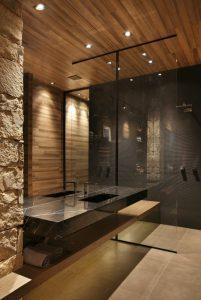 idee-decoration-salle-de-bain-deco-salle-de-bain-zen-parement-mural-pierre-et-bois-vasque-en-marbre-noir